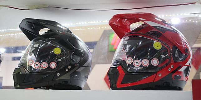 Helm dapat menjadi wadah penularan COVID-19 (Nazar Ray)