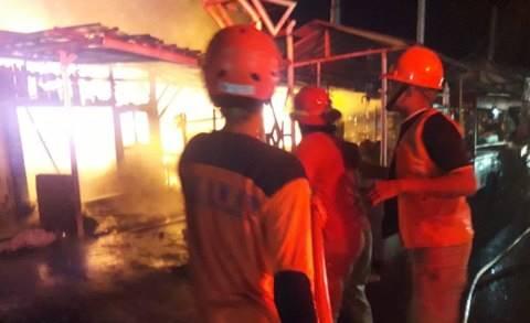 4 Kios di Slawi, Jawa Tengah, Ludes Terbakar