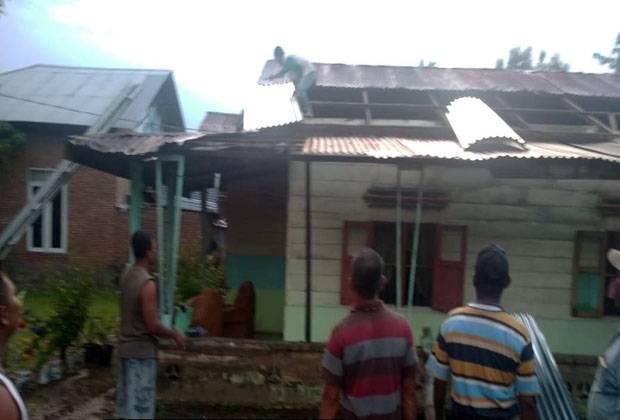 Angin Kencang Terjang 8 Rumah Warga di Langkat