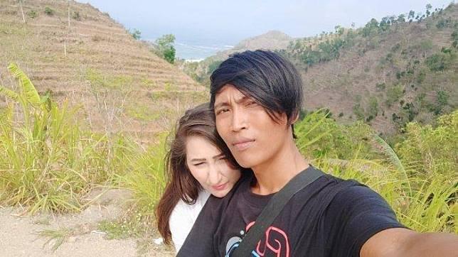 Punya Menantu Bule, Ayah Awan Sempat Ragu Mengapa Arzum Bali Mau Nikah Anaknya yang Kerja di Got