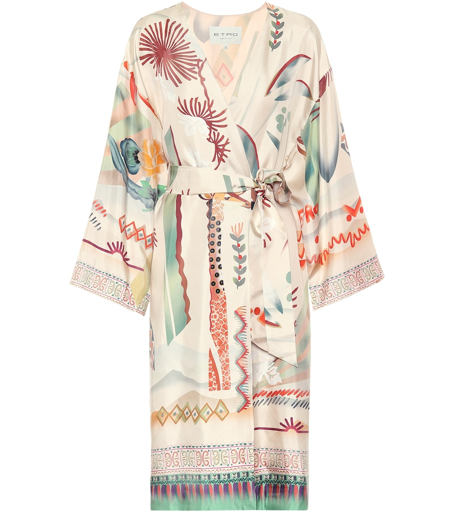 Take cover with Etro's free-spirited aesthetic when sporting this softly-hued coat.