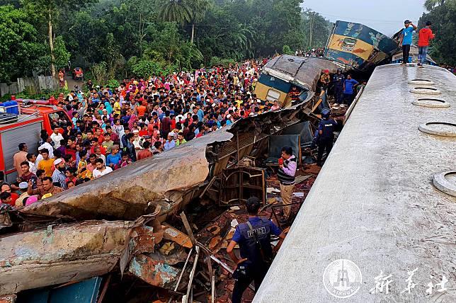 'ความละเลย' คือต้นเหตุโศกนาฏกรรมรถไฟประสานงาในบังกลาเทศ-ทางการสั่งพักงานคนขับรถไฟ