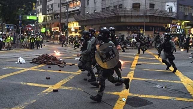 ทางการฮ่องกงประณามผู้ประท้วงทำร้ายเจ้าหน้าที่ และทำลายทรัพย์สินเอกชน