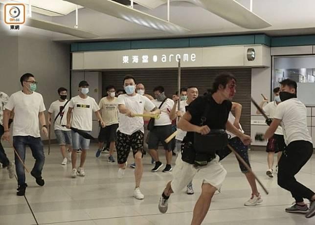 元朗在7月21日有白衫軍襲擊市民。