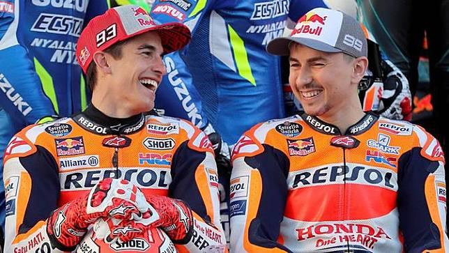 Dua pembalap Repsol Honda, Marc Marquez dan Jorge Lorenzo. (AFP/Karim Jaafar)
