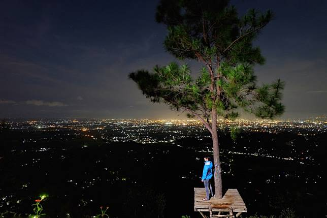Puncak Becici is a pine forest where visitors like to walk around and take photos among the tall trees or on treetop platforms overlooking Yogyakarta.