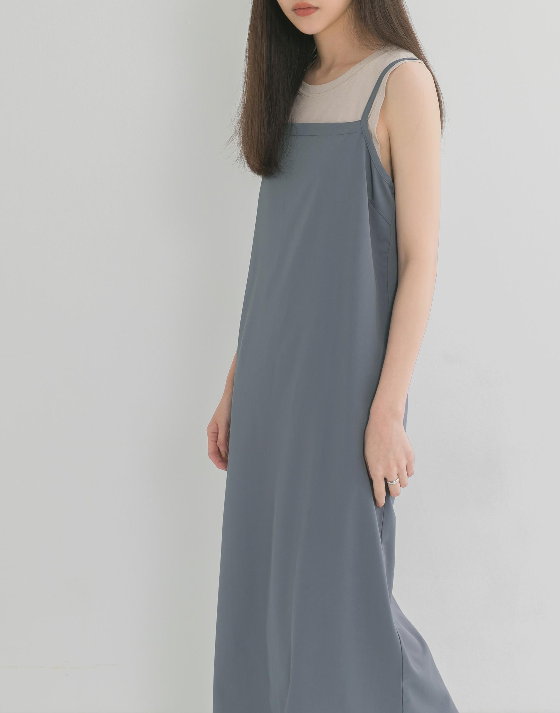 彈性:微彈 春氛柔和色系、極簡的平口設計、可調式細肩帶 白色有透膚感 建議加內著穿搭