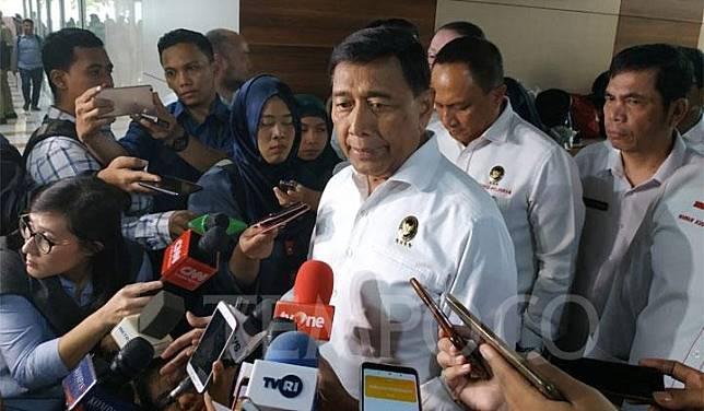 Menteri Koordinator Politik Hukum dan Keamanan, Wiranto berbicara pada wartawan di Komplek Parlemen, Senayan, Jakarta, Selasa 25 Juni 2019. Tempo/ Fikri Arigi.