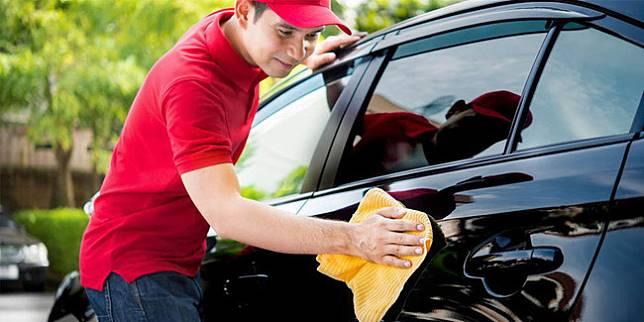 Ilustrasi membersihkan mobil (Liputan6.com)
