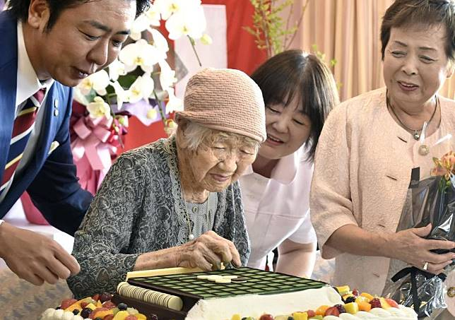 """""""ความตาย? ฉันไม่เคยคิดถึงมันเลย"""" คุณทวดวัย 116 ปีที่อายุยืนที่สุดในโลกฉลองวันเคารพผู้สูงอายุญี่ปุ่น"""