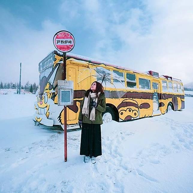 在冬雪日子來打卡,貓巴士又是別有一番詩意。(互聯網)