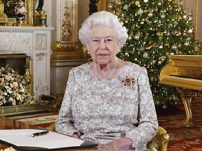 Ratu Elizabeth, 92 tahun, pada Senin, 24 Desember 2018 waktu Inggris, menyampaikan pesan Natal agar masyarakat saling menghormati. Sumber: John Stillwell/AP/news.com.au