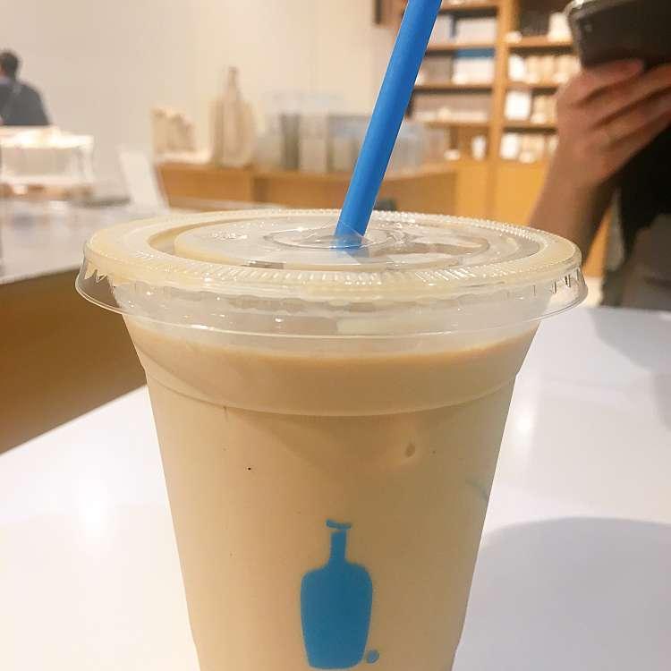 新宿区周辺で多くのユーザーに人気が高いコーヒーブルーボトルコーヒー 新宿カフェ店のアイスカフェラテの写真