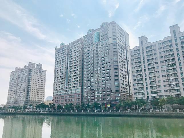 ▲台南市安平和永康大樓多、房價相對親民,青壯年占比高。(圖/信義房屋提供)