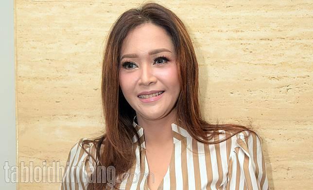 Kenakan Dress Transparan, Penampilan Maia Estianty Tuai Protes Netizen