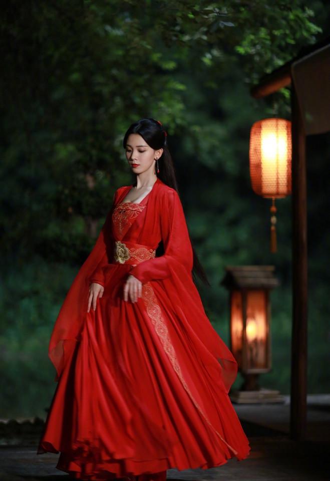 近期古裝劇「紅衣美人」1:陳瑤 飾演《少女大人》蘇瓷