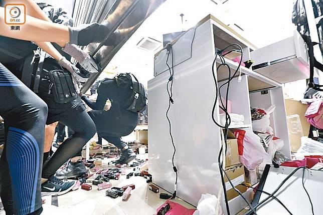 有商店損毀嚴重,損失慘重。