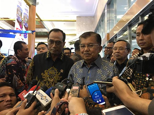 Vice President Jusuf Kalla (right) and Transportation Minister Budi Karya Sumadi (left) at the opening of the Indotrans Expo at the Jakarta Convention Center on Friday (13/9/2019).
