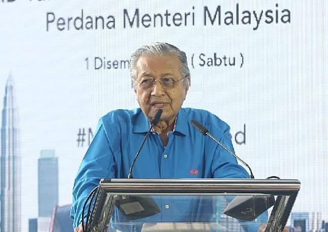 Perdana Menteri Malaysia, Mahathir Mohamad, mendorong Malaysia agar menjadi masyarakat tanpa uang tunai. Gagasan ini bagian dari upaya untuk membuat tindak kejahatan korupsi semakin sulit. Sumber: Razak Ghazali/malaymail.com