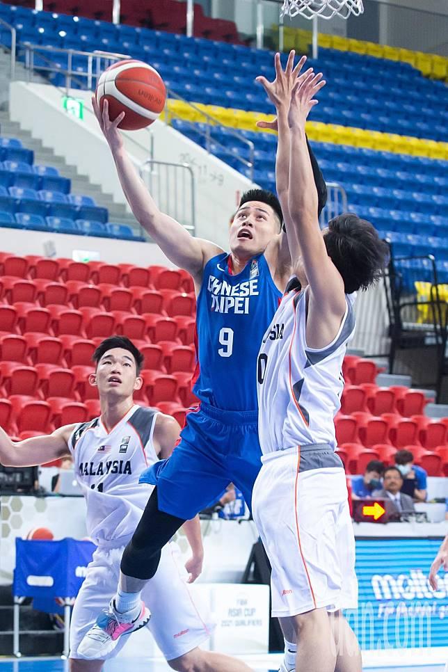 亞洲盃男籃資格賽由中華男籃出戰馬來西亞,中華隊陳盈駿拿下全場次高20分。記者季相儒/攝影