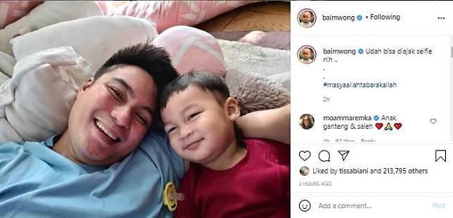 Sempat dikabarkan sakit, Kiano kini tampak begitu semringah saat berfoto selfie dengan Baim Wong.