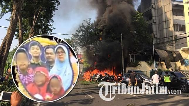 Dita dan keluarganya, pelaku bom bunuh diri si tiga gereja di surabaya () Artikel ini telah tayang di Tribunjatim.com dengan judul Demi Dendam, 3 Keluarga Nekat Ledakkan Bom Bunuh Diri di Surabaya-Sidoarjo, Fakta Penting Terungkap, http://jatim.tribunnews.com/2018/05/14/demi-dendam-3-keluarga-nekat-ledakkan-bom-bunuh-diri-di-surabaya-sidoarjo-fakta-penting-terungkap?page=all&_ga=2.13968756.29407268.1526283900-1901692863.1521611343. Penulis: Ani Susanti Editor: Anugrah Fitra Nurani