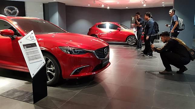 Dealer Mazda Simprug ini juga menyedian layanan trade-in atau Mazda sebut dengan 'Mazda Certified Pre-Owned'.