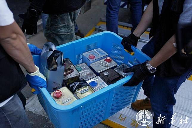 ตำรวจฮ่องกงยึดขวดบรรจุสารเคมีอันตราย 59 ขวด ที่ถูกขโมยมาจากห้องทดลองในมหาวิทยาลัย