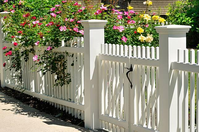 6 Jenis Pagar Taman Untuk Lindungi Rumah Material Mana Yang Terbaik Dekoruma Com Line Today