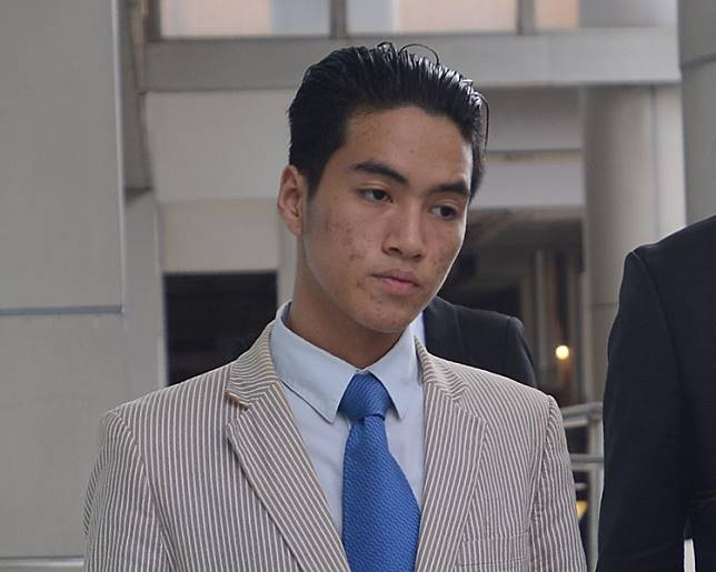 被告 DELFINO Aramiz Julyan Zita(間條西裝)。