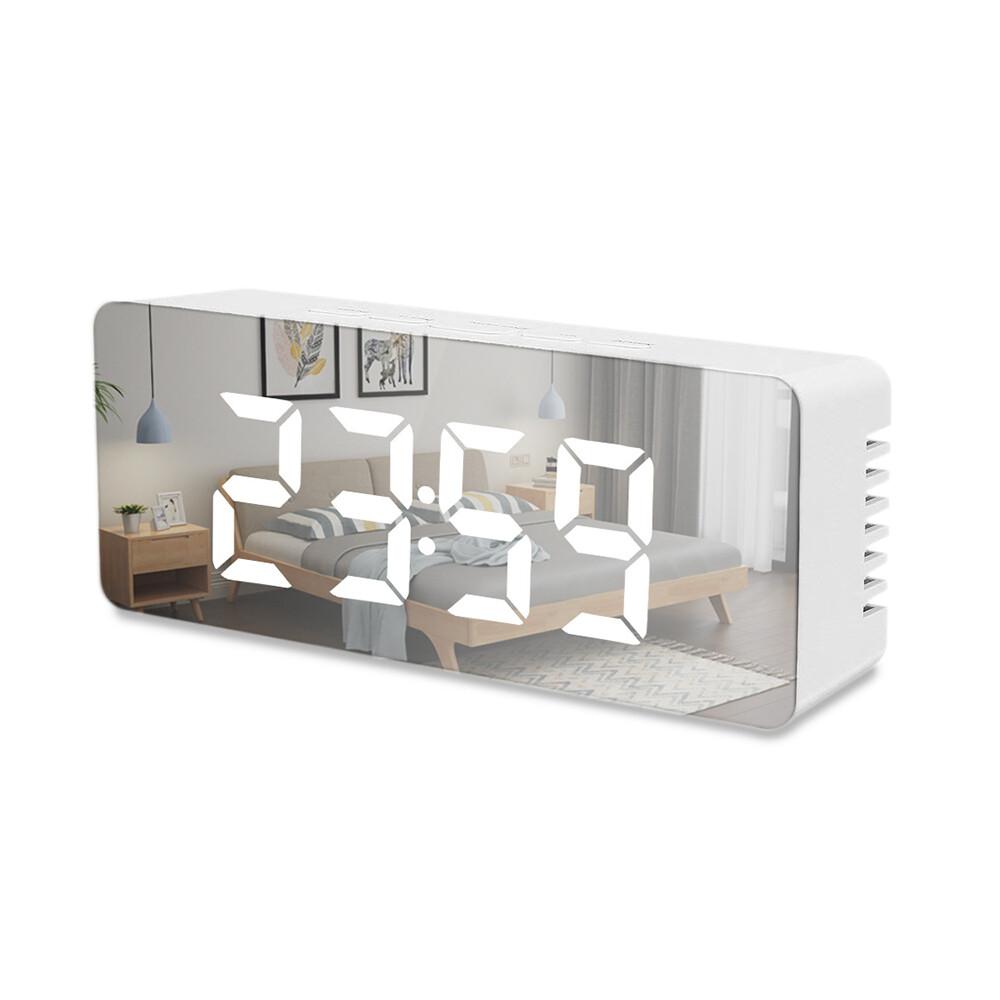 商品特色: 獨家贈送USB電源插頭 鏡面設計 科技未來感 鬧鐘/貪睡/溫度 多功能 亮度可自由調整 商品介紹: 你是高冷的型男型女嗎? 這款時鐘就是你的所有物了 極簡風的未來感 不論放在客廳、臥室都會