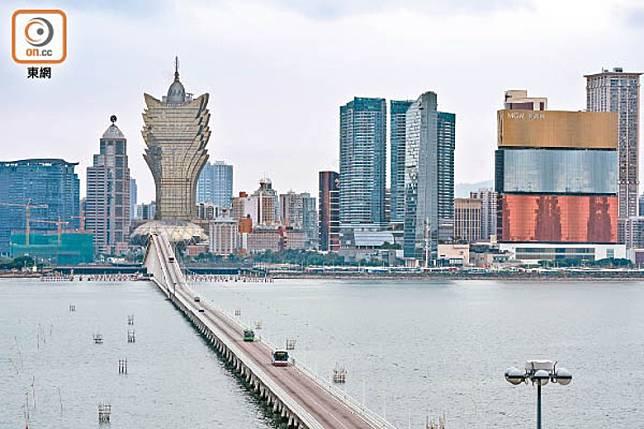 所有香港入境澳門人士都需出示7天內有效核酸檢測陰性報告,並接受14天隔離。