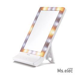 ◎冷光、日光、暖光,三種燈光模式/亮度可自由調節 ◎高清晰大鏡面,完全掌握妝容 ◎化妝鏡可折疊收納,不占空間,桌鏡、壁掛鏡一機2用類型:桌鏡功能:附燈材質:ABS尺寸(公分):尺寸:300x214x4