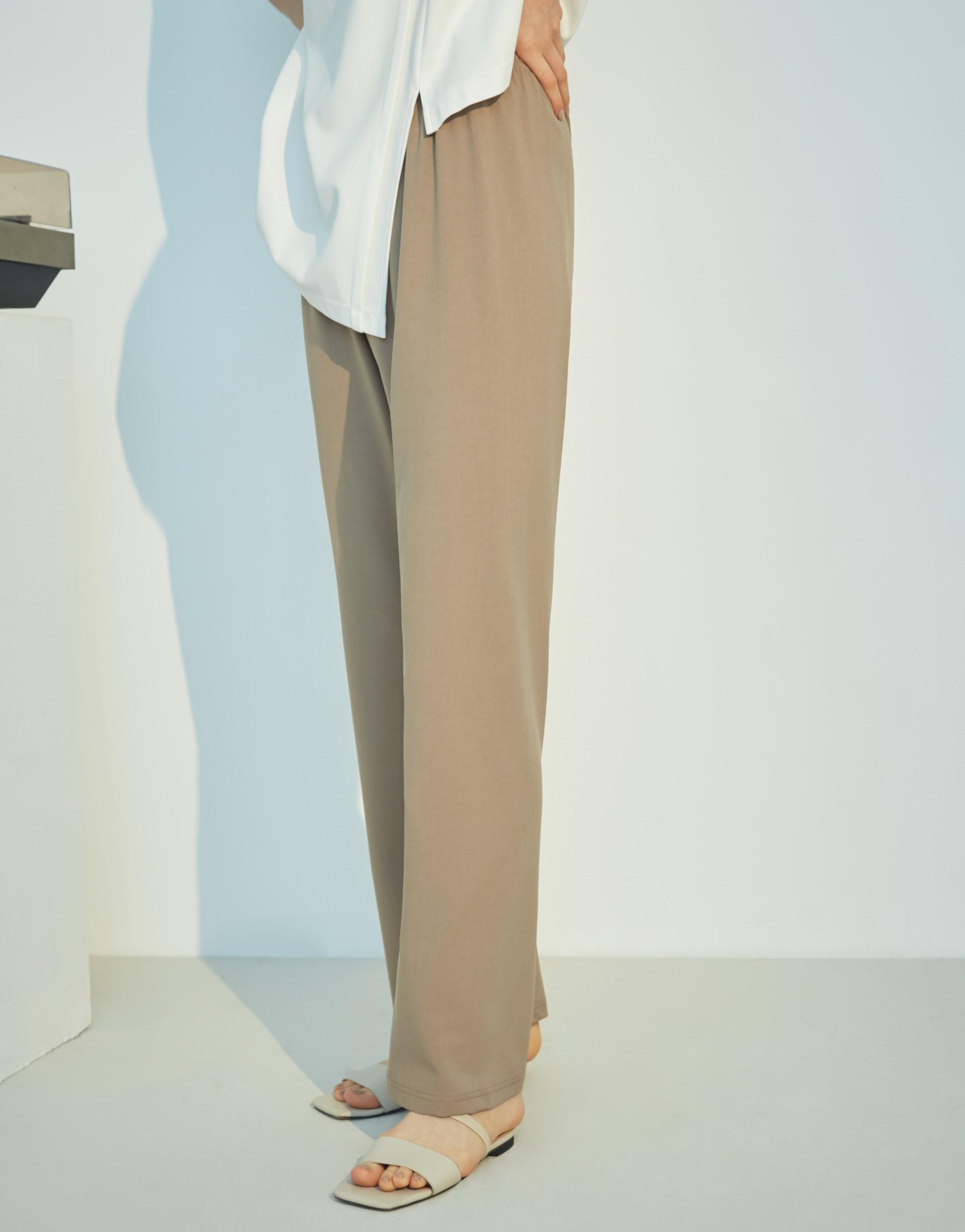 質感韓系西裝布料/鬆緊褲腰頭/微喇叭褲型/無內裏/無口袋