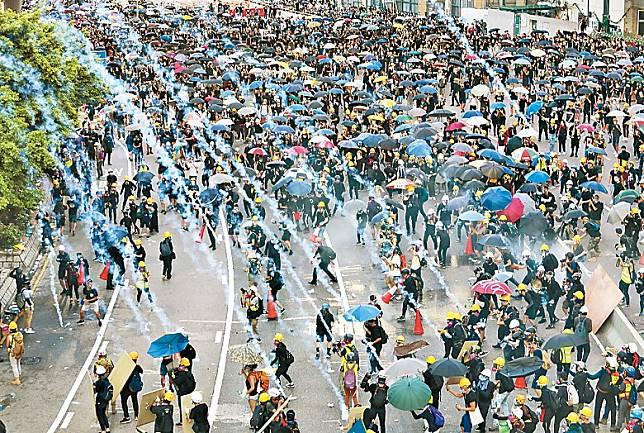 本港過去兩個多月暴力示威不絕,且不斷升級,令港人憂慮。