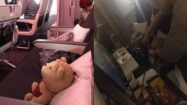 溫暖的空姐!她帶娃娃坐飛機 結果 Ted 玩偶也有一份餐