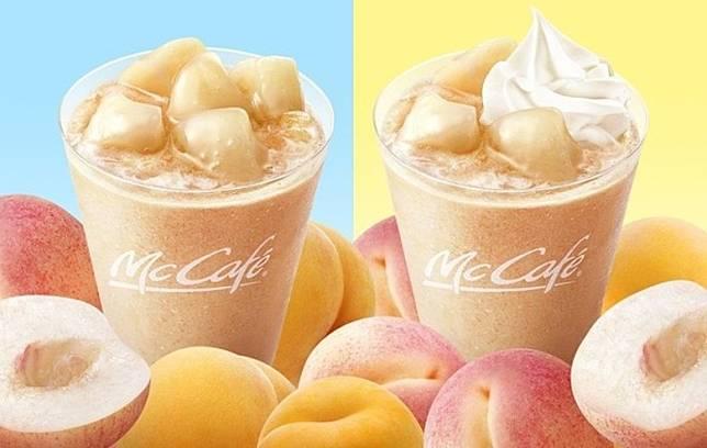 同期日本McCafé by Barista推出桃子沙冰,沙冰加入了白桃及黃桃汁,飲落特別清甜,上面再加上啖啖香甜白桃果肉,另有添加忌廉的選擇。售價分別為440日圓 (桃子沙冰,細杯)及490日圓(桃子忌廉沙冰,細杯)。