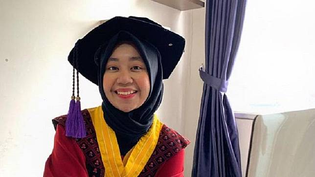 Tsana Afrani Suyono, wisudawan terbaik Program Sarjana Universitas Padjajaran (Unpad) pada Upacara Wisuda Unpad Gelombang III Tahun Akademik 2020/2021, Rabu (5/5/2021) lalu. (Foto: Unpad)
