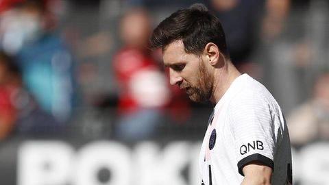 Lionel Messi terpaksa meninggalkan Barcelona. (REUTERS/STEPHANE MAHE)