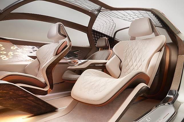 座椅導入了自適應生物識別技術,可針對駕駛者自主駕駛模式進行調整,在自動駕駛模式下還可向後旋轉。(互聯網)