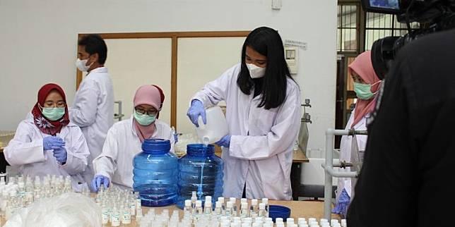 Pemerintah Butuh 1500 Dokter dan 2500 Perawat untuk Tangani Covid 19