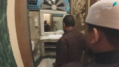 Lapisan marmer dapat ditemukan hingga di kamar mandi. Foto : youtube/ceritauntungs