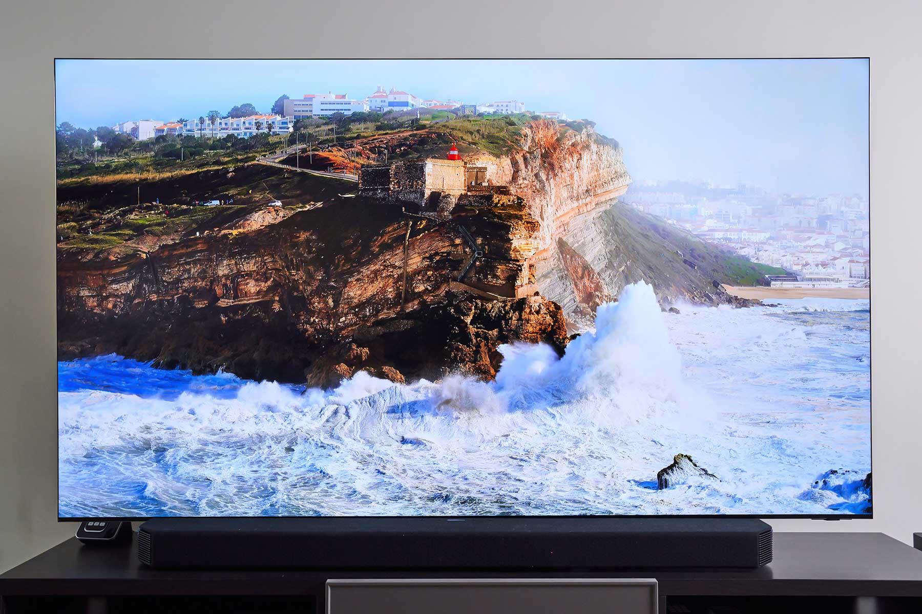 12bit 的色彩規格是 Neo QLED 8K 量子電視得以展現更大的動態範圍,以及更微小的明暗變化與細節的關鍵,而金屬量子顯色技術則讓色彩更加鮮豔、真實。