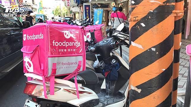 近年來餐飲外送平台崛起,吸引很多人加入外送員的行列。示意圖/TVBS