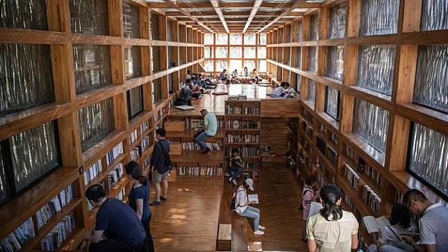 Buset! Terlambat Mengembalikan Buku Perpustakaan Selama 946 Bulan