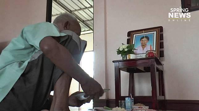 รักแท้ไม่มีวันตาย!ตาวัย 74 กินข้าวหน้ารูปยายด้วยความรัก
