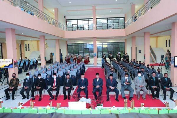 Acara wisuda SMP dan SMA Pesantren Modern Internasional Dea Malela di Sumbawa, Nusa Tenggara Barat.