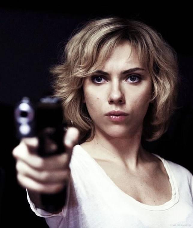 史嘉娜同洛比桑合作的《LUCY》全球大賣。