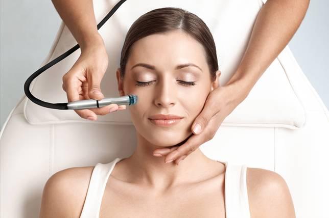 3 Perawatan Wajah yang Ampuh untuk Memudarkan Dark Spots