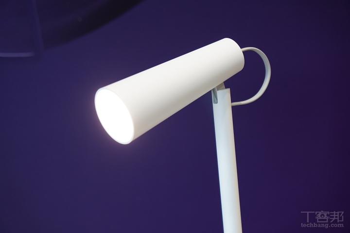燈頭可調角度為 120 度。